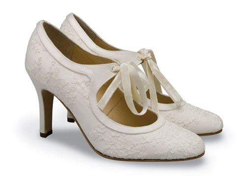 Lời khuyên hữu ích cho cô dâu khi chọn giày cưới